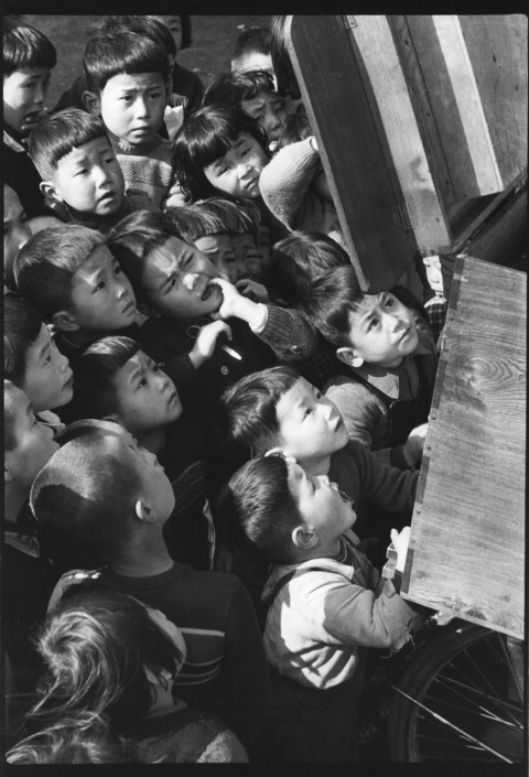 Children looking at a picture-card show.  |Tokyo, 1953 | Ken Domon